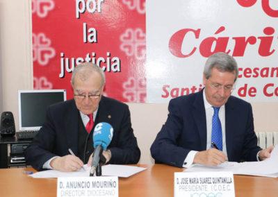 Firma convenio Cáritas